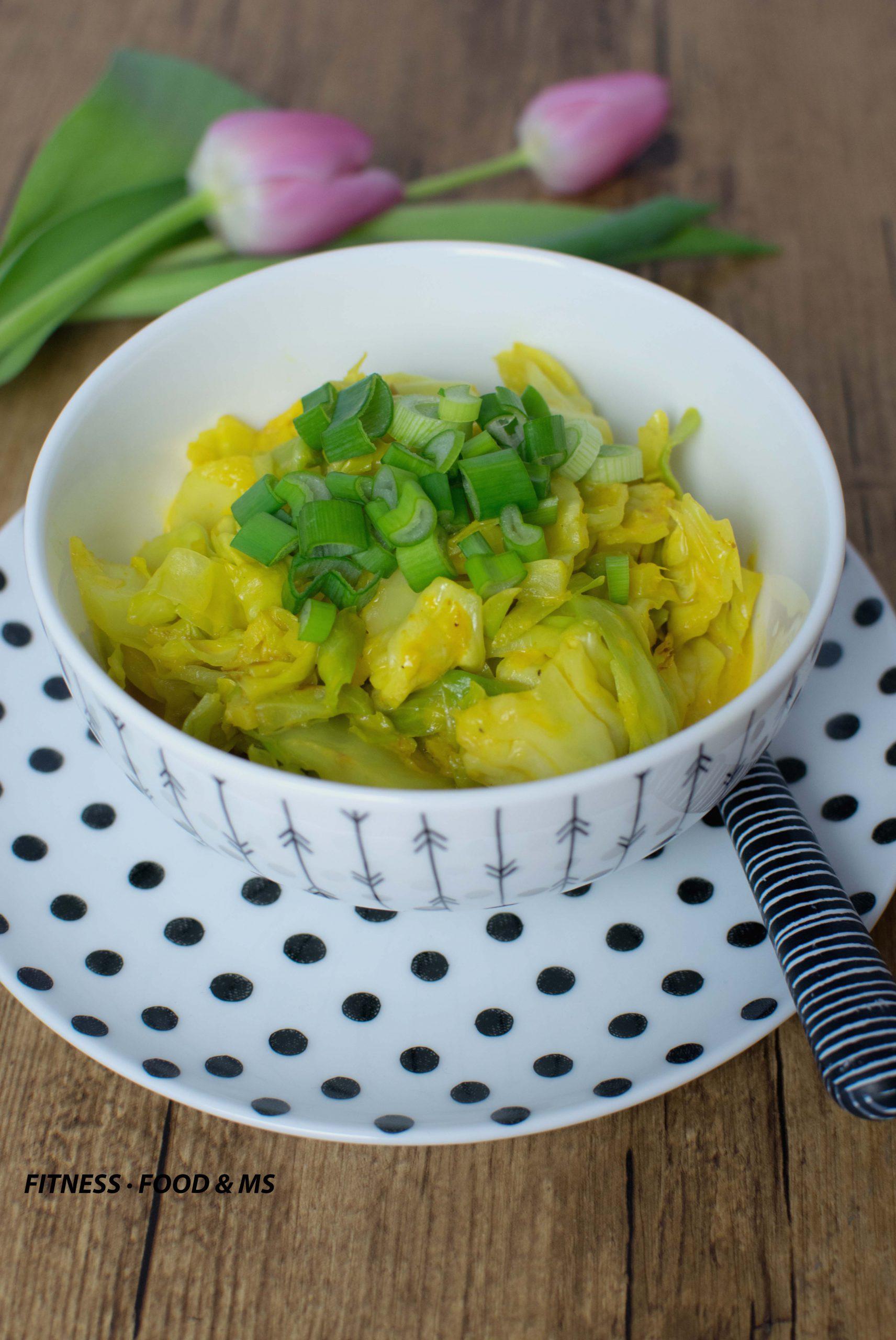 Spitzkohl mit Kokos-Curry-Soße
